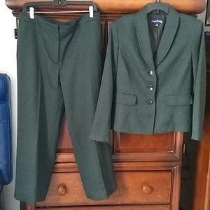 Evan Picone suit pine green/black